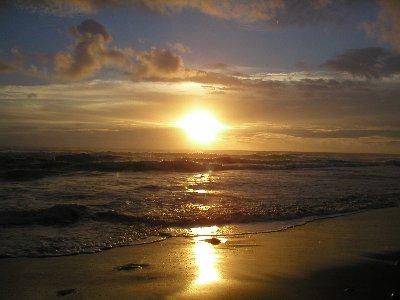 orizzonte sole spiaggia al tramonto